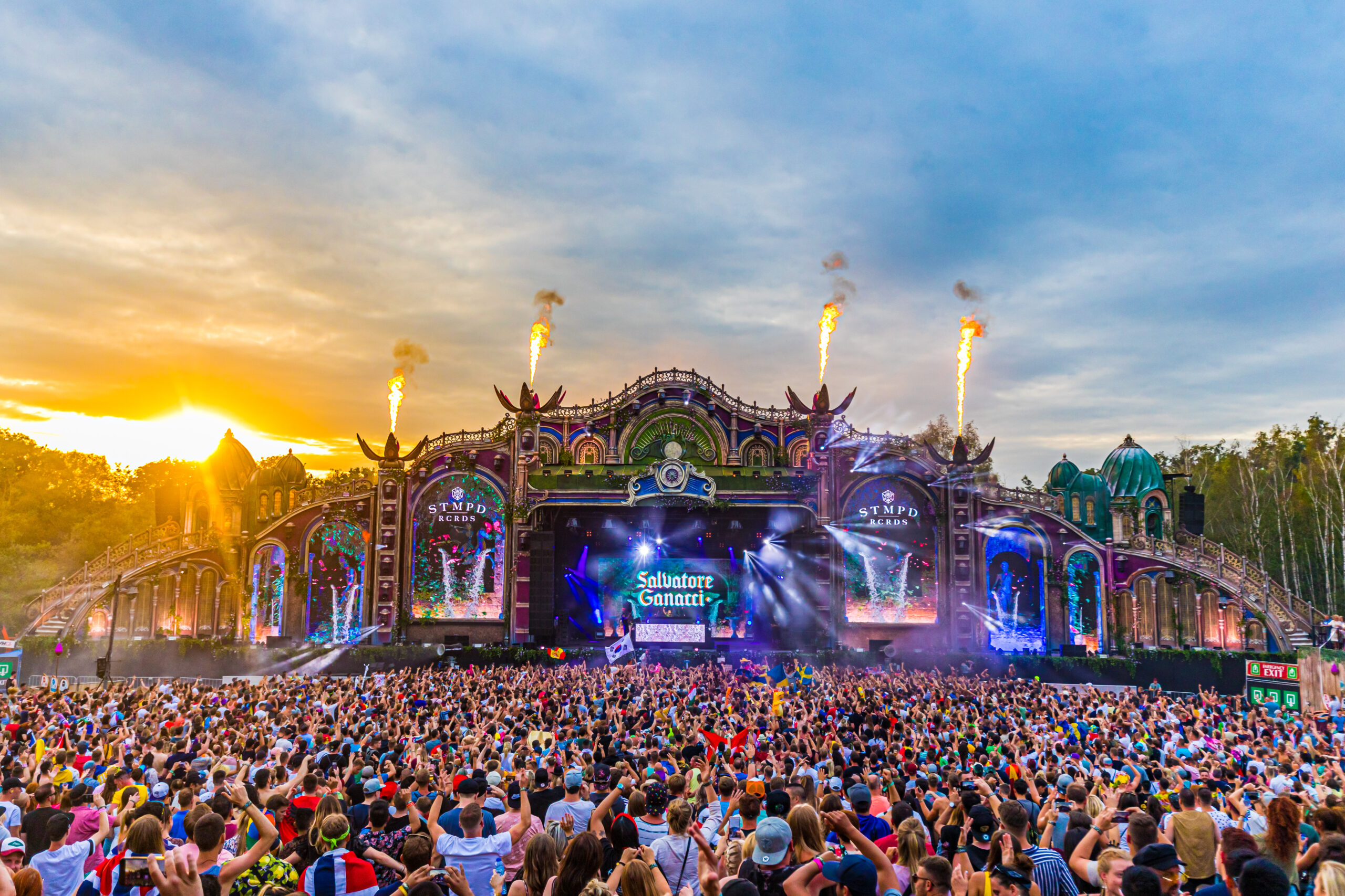 Tomorrowland offers a glimpse into the technological masterpiece of its digital festival