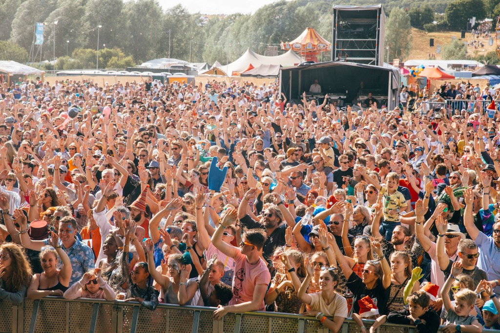 standon calling crowd